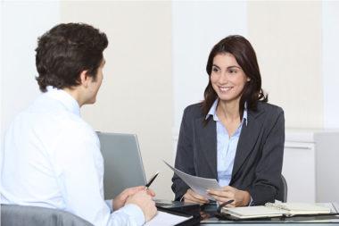 Foto de uma entrevista de emprego